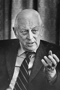 Best quotes by Alistair Cooke