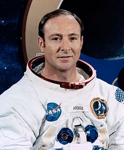 Best quotes by Edgar Mitchell