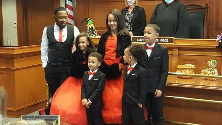 Single foster dad adopts five siblings so they can all stay together