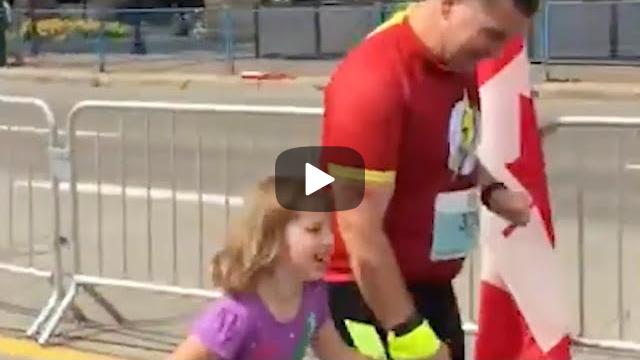 Struggling Marathon Runner Gets Unexpected Help From A Stranger