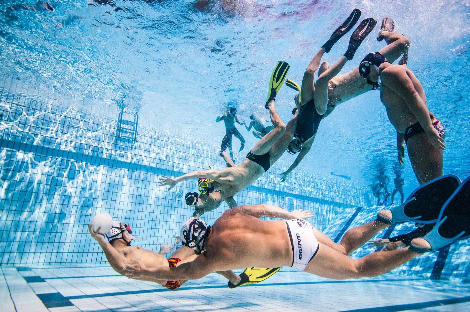 teams playing underwater rugby